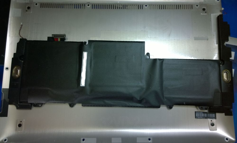 This is the battery resting on the Aluminium shell.